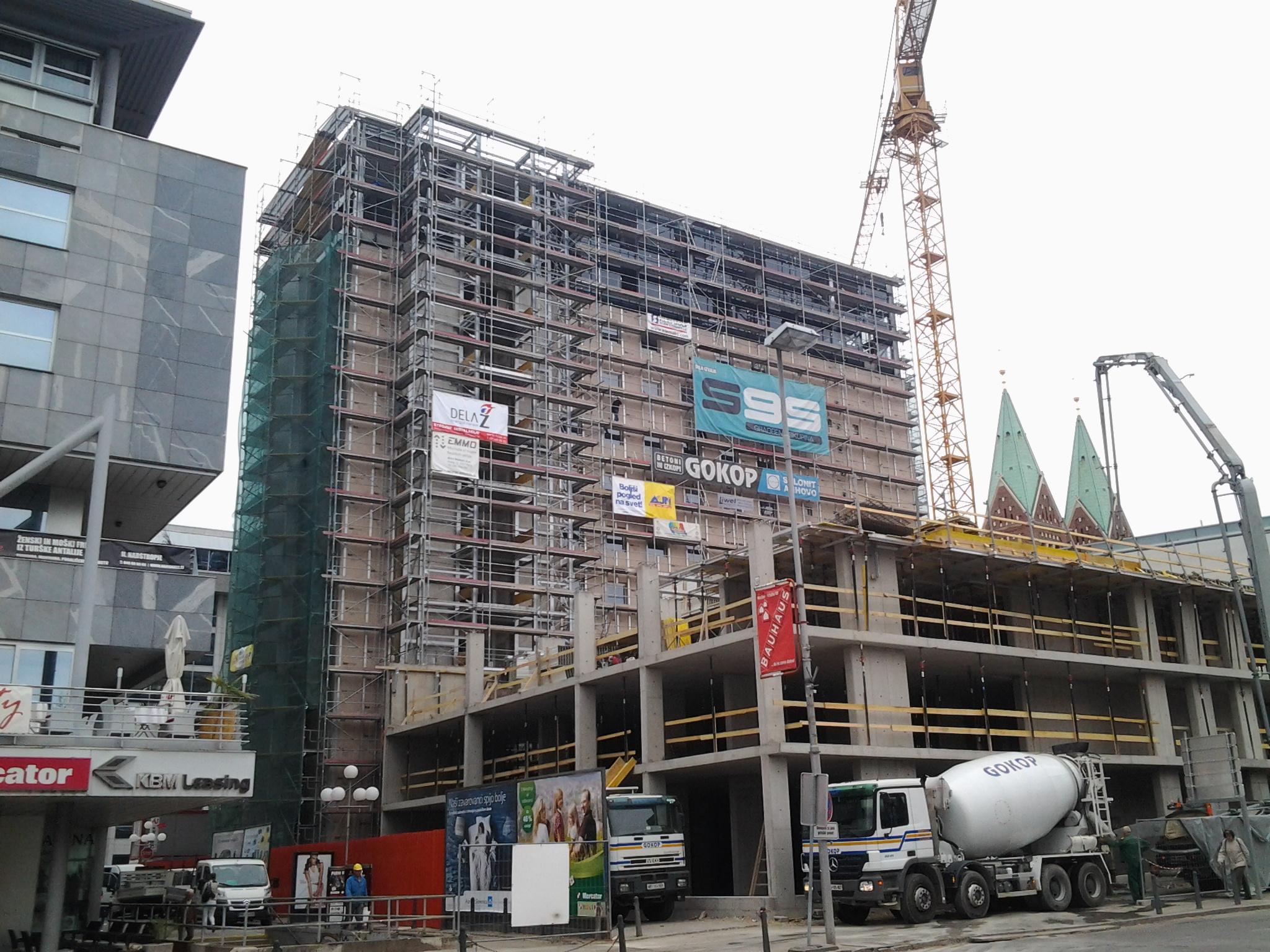 Fasadni, gradbeni in delovni odri